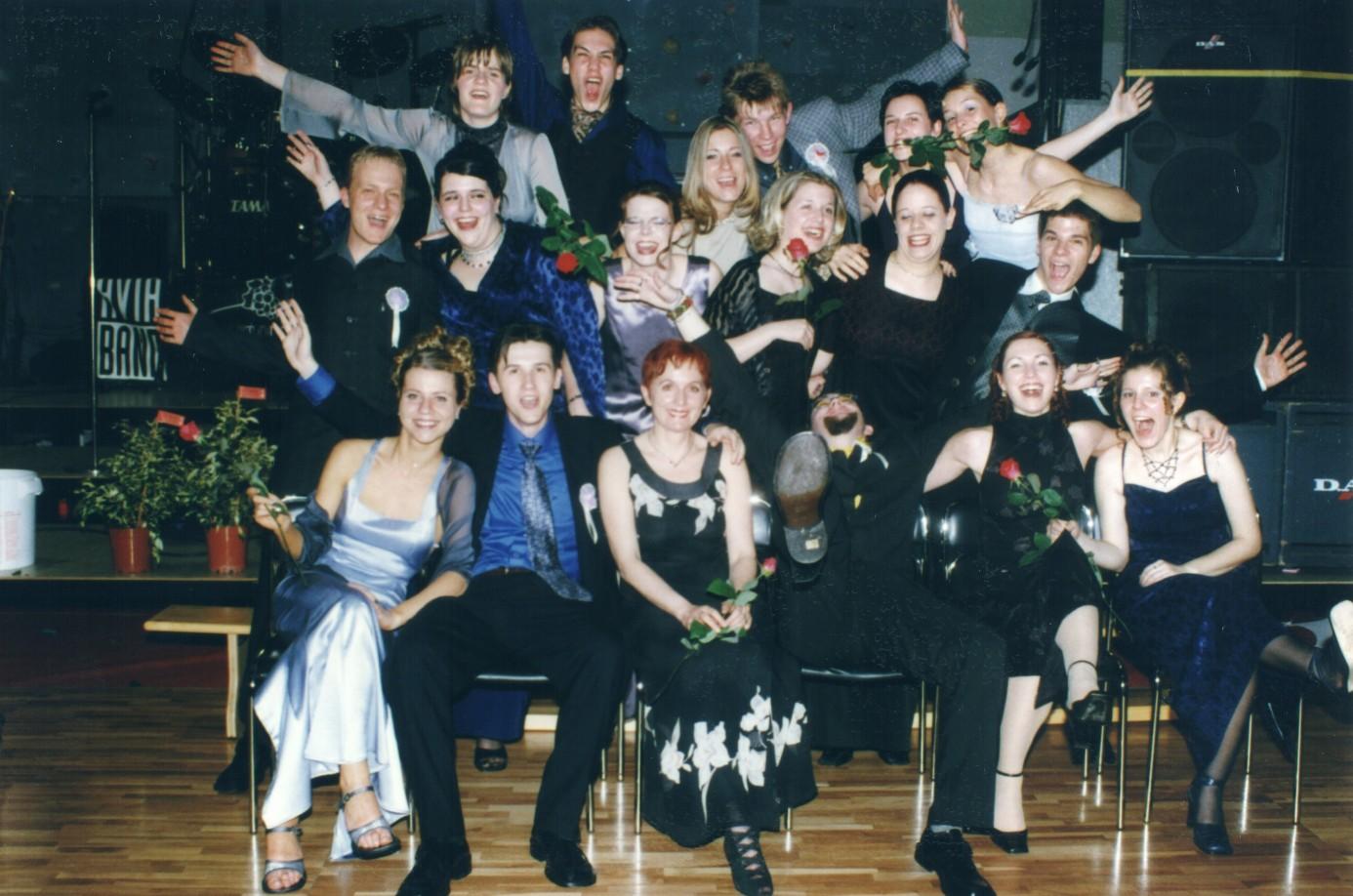 Fotografija Gospodične in gospodiči 4.B, letnik 1999